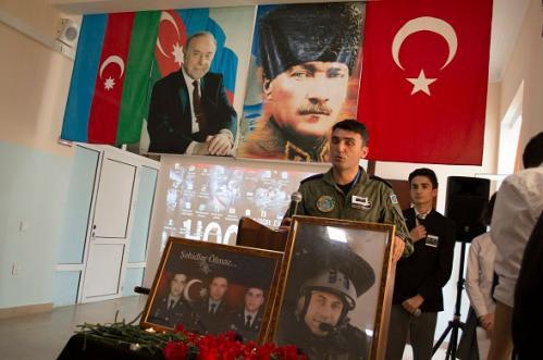 Bakü Atatürk Lisemizde Şehitlerimizi Andık