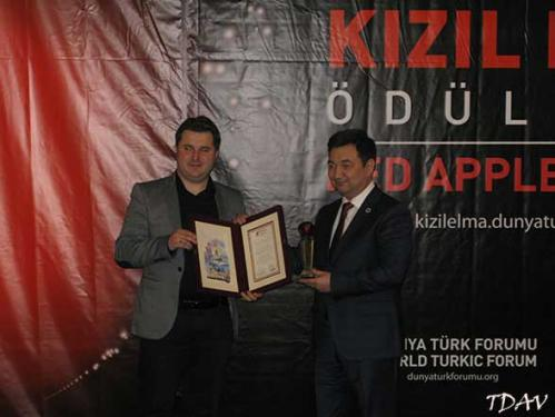Turan Yazgan Hocamıza TASAM Tarafından Kızıl Elma Ödülü Verildi