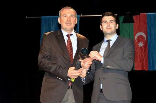 Turan Hocamıza Yılın Fedakârlık Ödülü Verildi